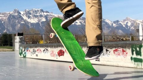 DO SKATERS REALLY NEED GRIPTAPE?! - Jonny Giger