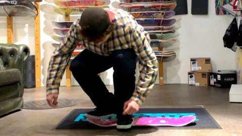 LASER FLIP IN THE SKATESHOP NO TRUCKS - Jonny Giger
