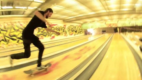 SKATE SESSION IN A BOWLING ?! - DA SHIT CREW