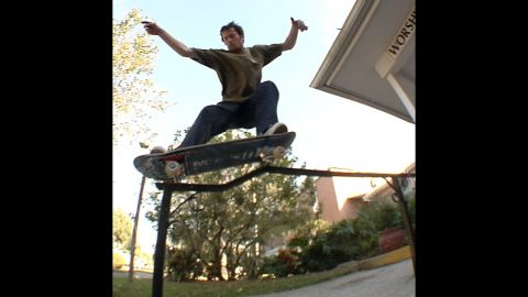 Cookie bs and fs Grind Kink Rail Raw Cut   E. Clavel