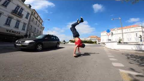 Don't worry be happy handstand in Aveiro! | Madars Apse