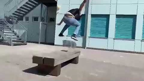 Henrique Goncalves warm up snippet | Reell Teamriders